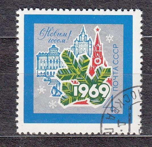 Праздничный почтовый ящичек школьного макаренковского музея.